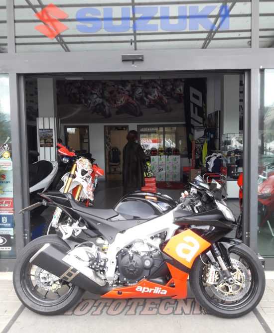 Moto usata Aprilia Rsv4R 1000 anno 2010 con 26676 km